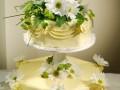 Svatební dort s kopretinami