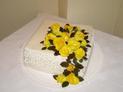 Svatební kostka s marcipánovými růžemi
